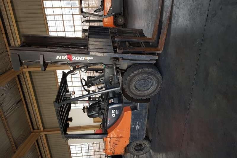 Doosan Forklifts Diesel forklift DoosanD45S 5 2011