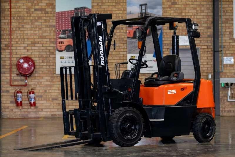 Doosan Forklifts Diesel forklift DoosanForklift D25 GX 2012