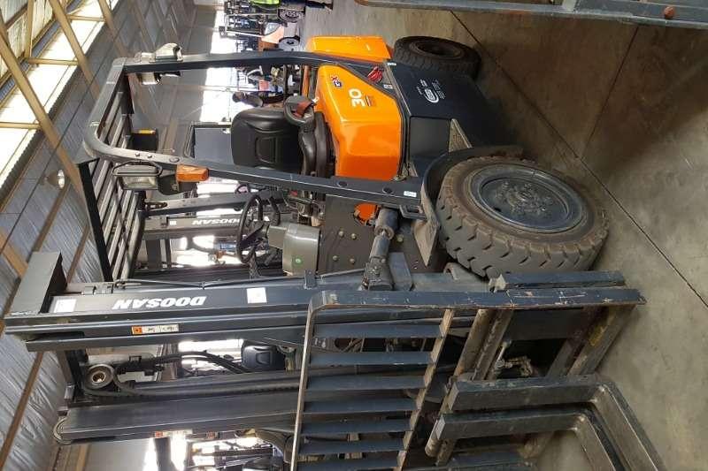Doosan Forklifts Diesel forklift DoosanG30GX DF 2014