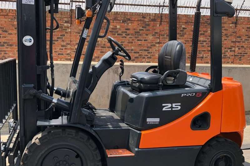 Doosan Forklifts Doosan D25S 5 Mast Height 4. Bronze Refurb 2013