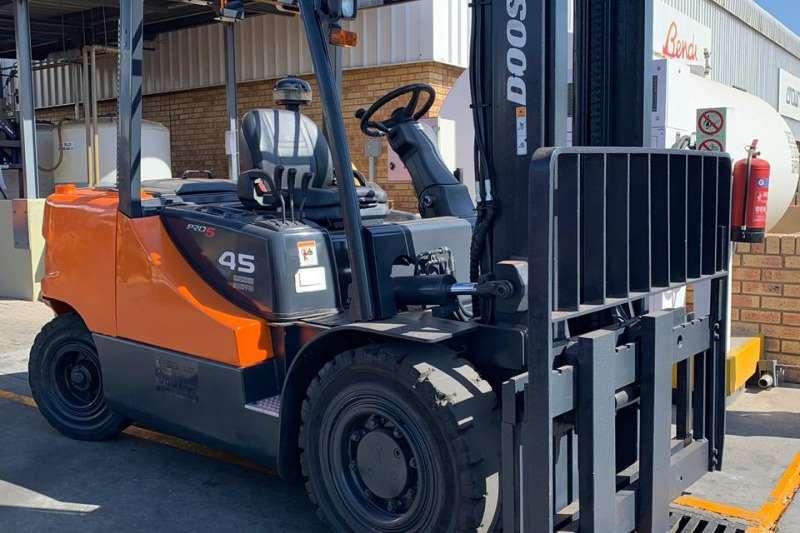 Doosan Forklifts Doosan D45S 5