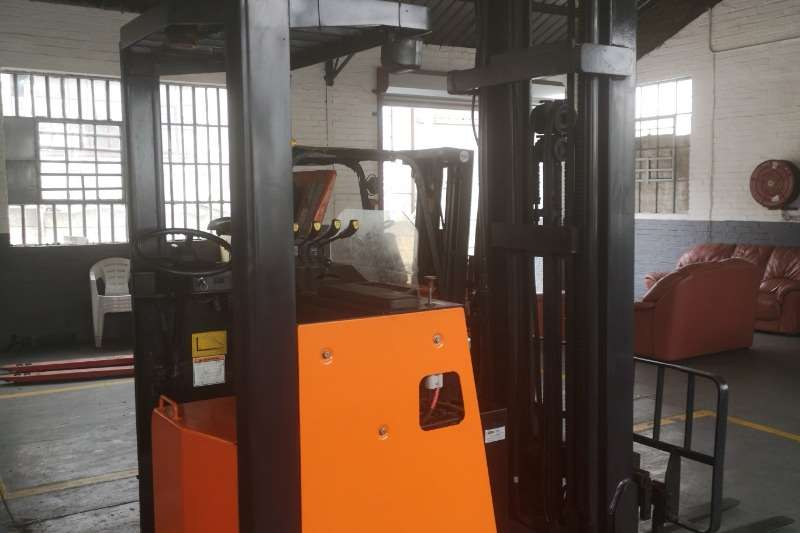 Doosan Forklifts Electric forklift Pro 5 1.6 Ton Reach Truck