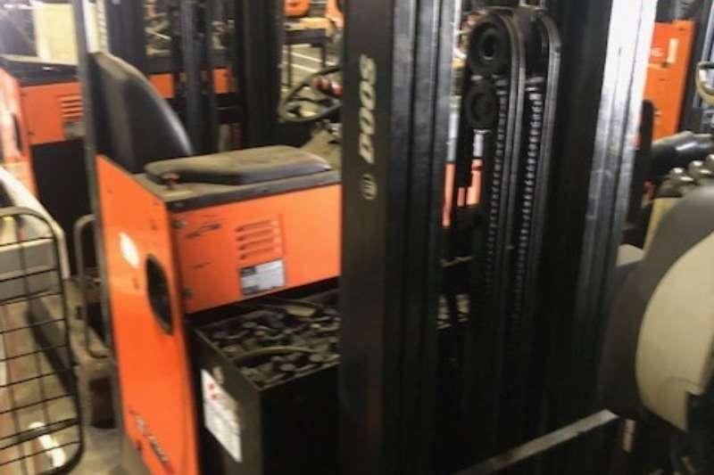 Doosan Forklifts Reach TruckFBA08 1370 00311 2011