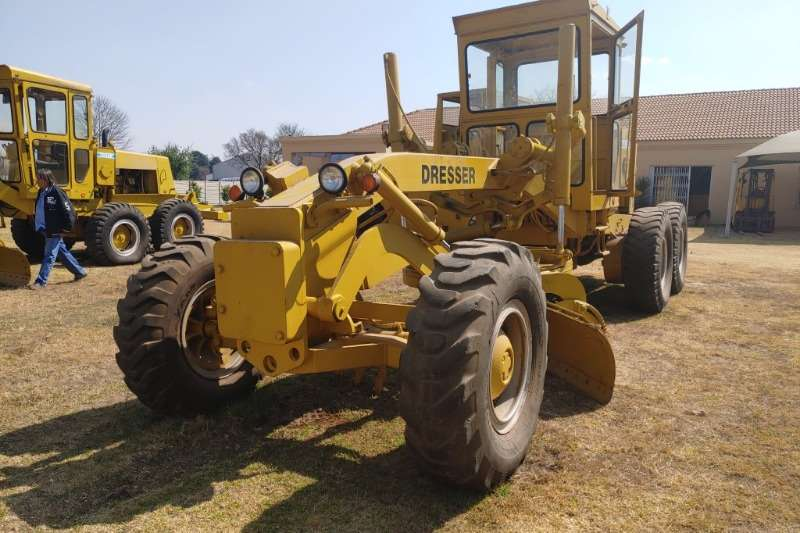 Graders Machinery For Sale In Gauteng On Truck Trailer