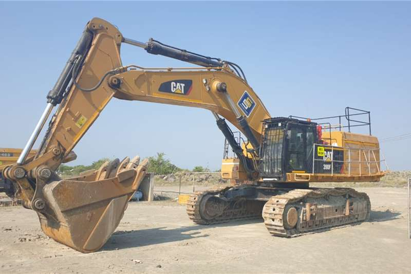 2017 Caterpillar  390F WITH ADDITIONAL BUCKET