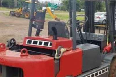 4.5 ton Clark Forklifts