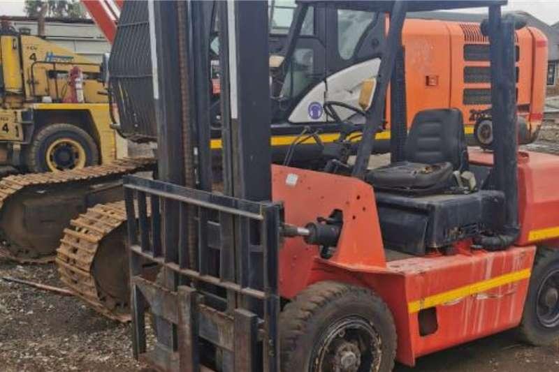 4 ton Hyster diesel forklift Forklifts