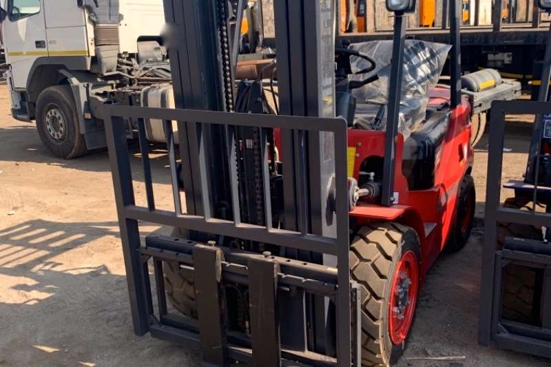 Forklifts Diesel forklift SAMARAI HH30Z D1 3 TON 2019