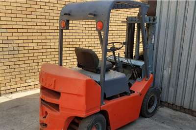 Petrol forklift 2.5 ton TCM Forklifts