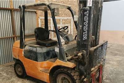 Petrol forklift 2.5 ton Toyota Forklifts