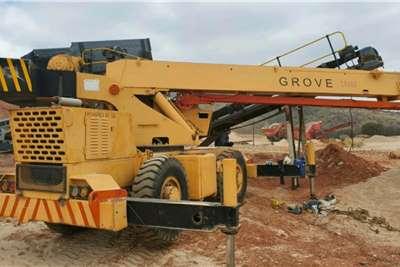 Grove Rough terrain RT518 Cranes