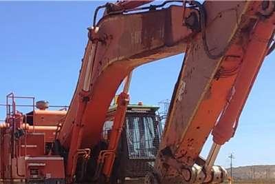 Hitachi 670 3 Excavators