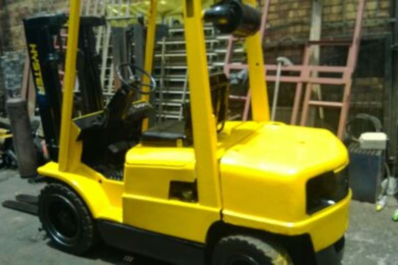 Hyster Diesel forklift 2.5ton  XM   2 Stage cont mast to 4.0m, Side Shift Forklifts