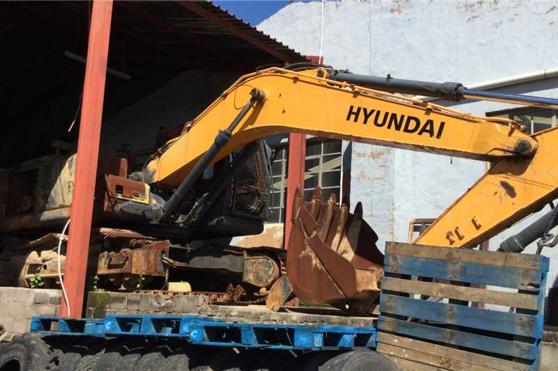 Hyundai Excavators Robex  R210   7    breaking for parts