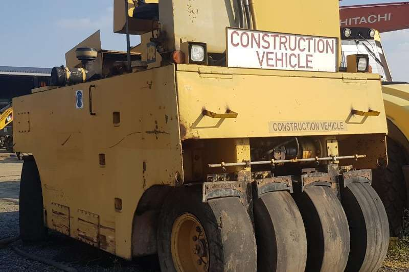 Ingersoll Rand Rollers 2003 INGERSOL RAND 27 TON PNEUMATIC ROLLER 2003