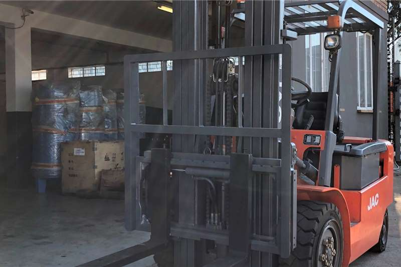 JAC Forklifts Electric forklift CPD30 3 TON ELECTRIC 2012