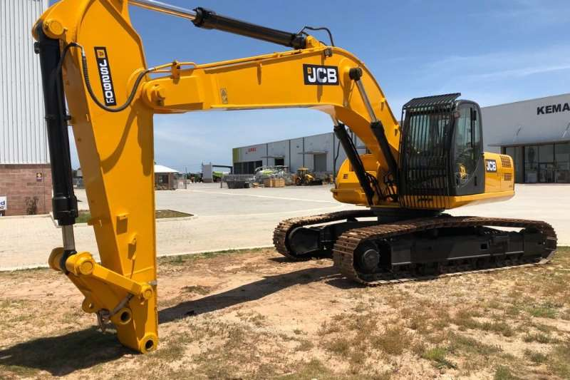 JCB Excavators JS290LS   bucket of choice, piped for Jack hammer 2012