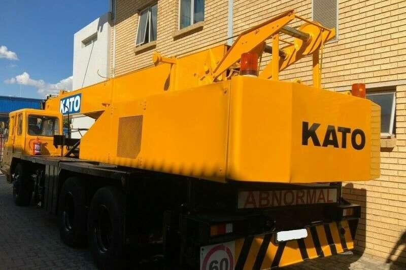 Kato Truck mounted NK 250 3 Cranes