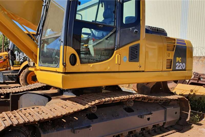 Komatsu Excavators Komatsu PC220-8 Excavator 2010