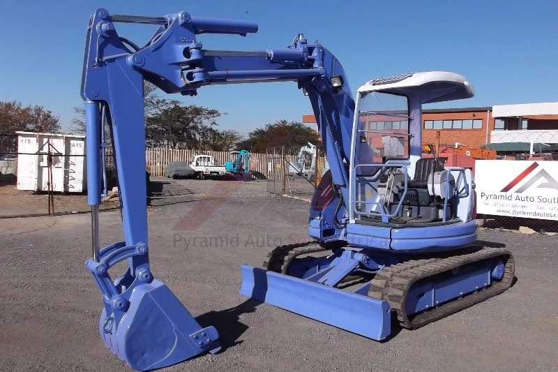 Komatsu Excavators PC50UU 2