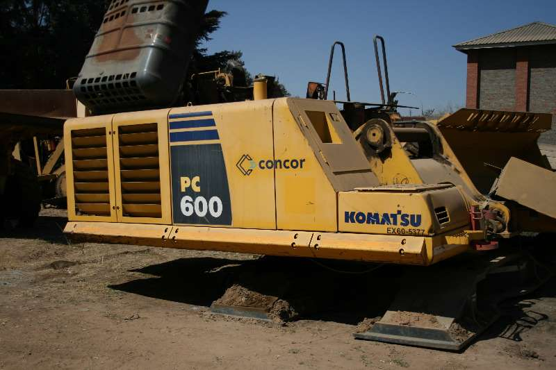 Komatsu Hydraulic excavator PC600 STRIPPING FOR SPARES
