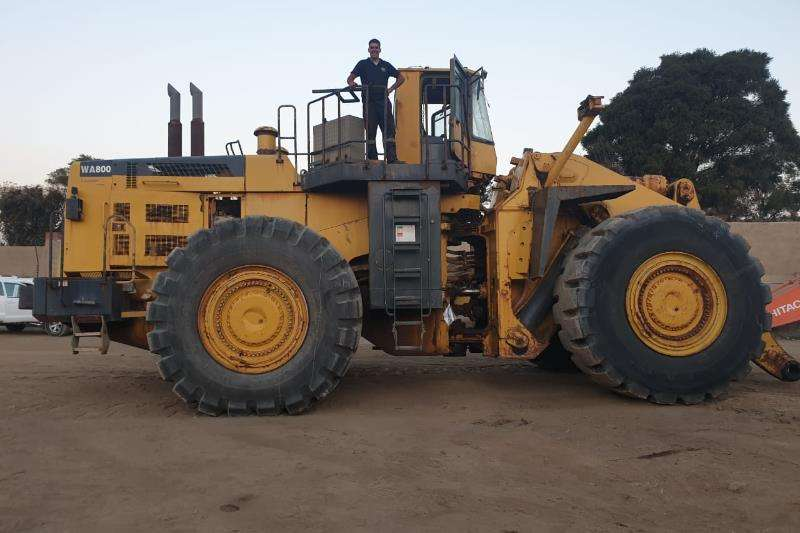 Komatsu Wheel loader Construction WA800 3