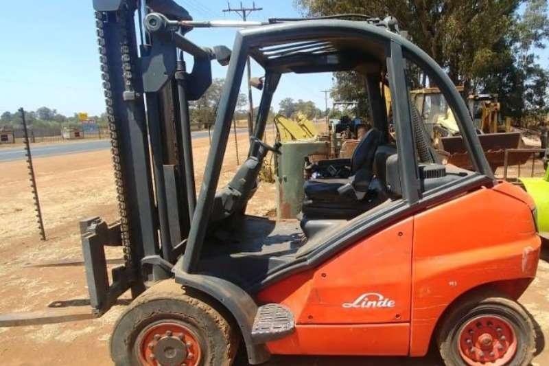 Linde Forklifts Diesel forklift A clean used 2005 4.5ton Linde diesel forklift, 2005