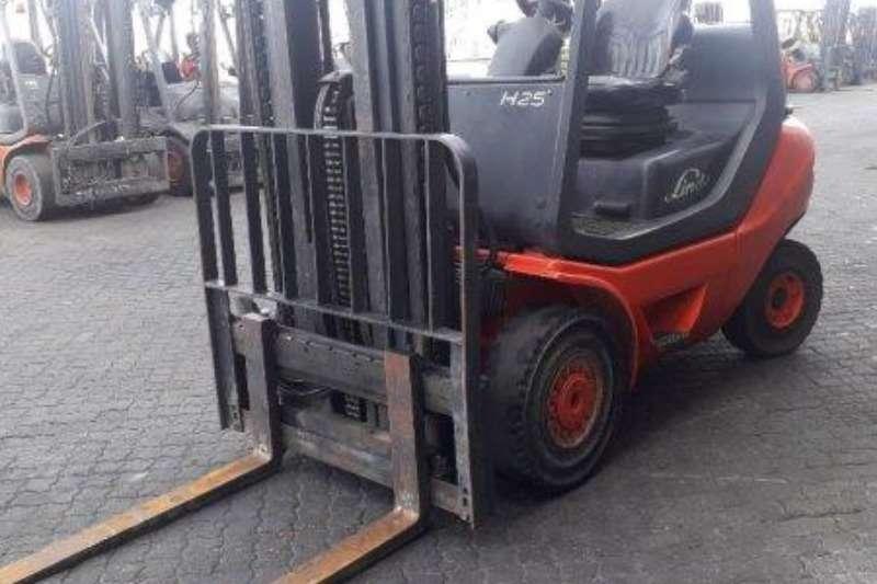 Linde Forklifts Diesel forklift H25D 05 Linde 2,5 ton 2013