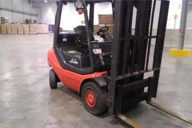 Linde Forklifts Diesel Forklift Linde 2.5 ton DieselH25D 2015
