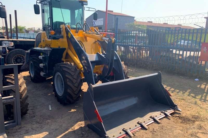 Loaders Construction APACHE AP230/ZL930 2019
