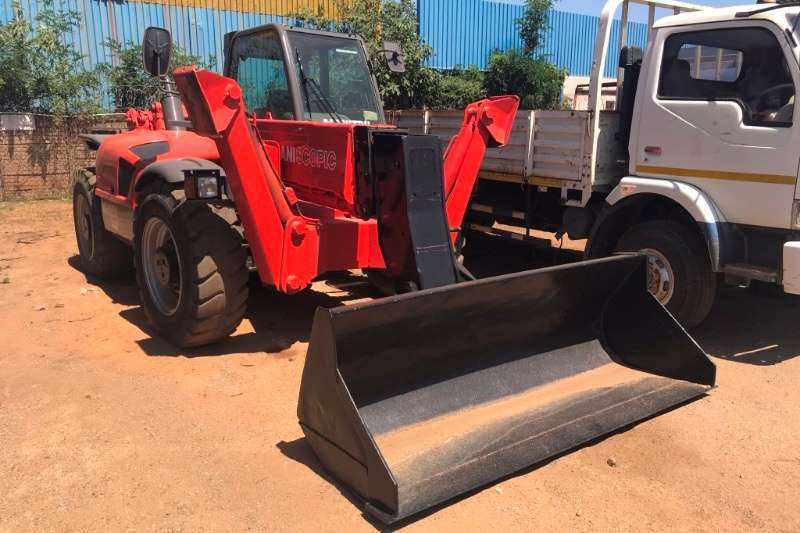 Manitou Telescopic handlers MT1337 4X4 WITH BUCKET ATTACHMENT 2001