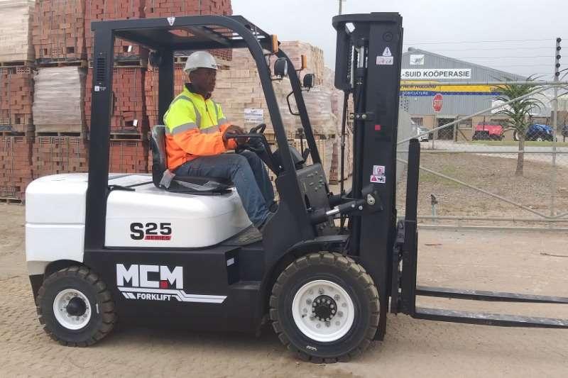 MCM Forklifts Diesel forklift Demo Model: 2.5TON Isuzu Forklift 2019