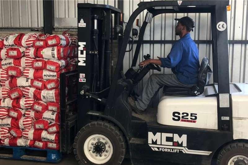 MCM Material handling 2.5TON Isuzu Forklift Forklifts