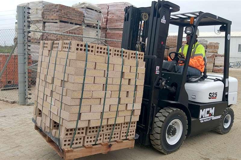MCM Forklifts Material handling 2.5TON Isuzu Forklift 2019
