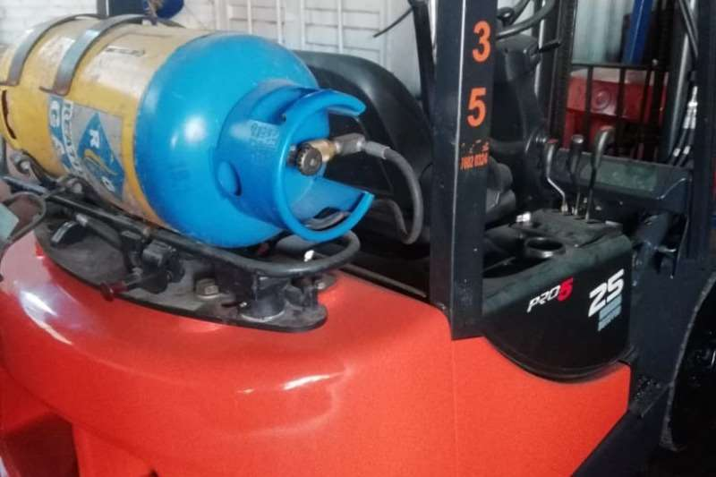 Mitsubishi Forklifts 2.5 ton, LP gas forklift 2014