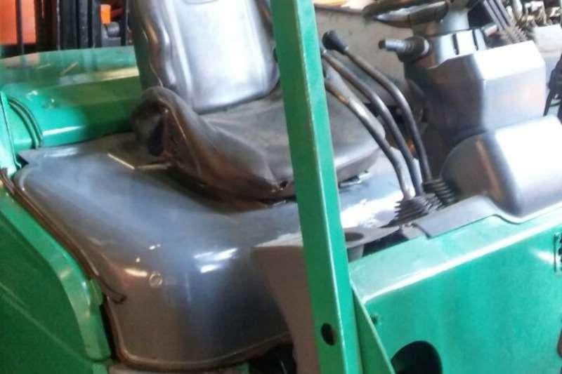 Mitsubishi Diesel forklift 2.5 Ton Diesel 4m Lift & Sideshift Forklifts
