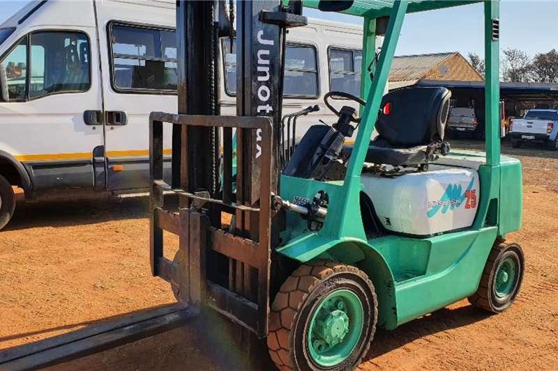 Mitsubishi Diesel forklift FD25 (2.5T) Forklifts