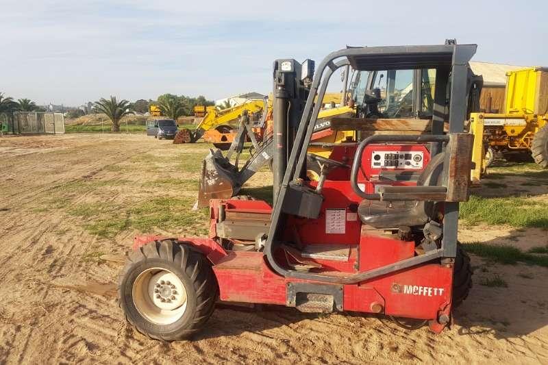 Moffet Diesel forklift Moffet M9 24.3 Forklifts