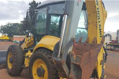 New Holland B115 4X4 TLBs