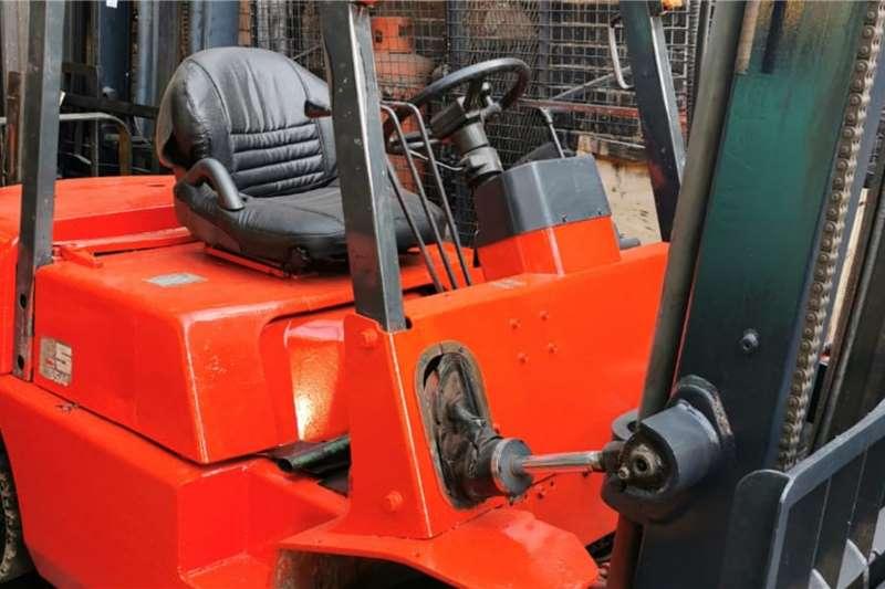 Nissan Diesel forklift 2.5 ton forklift Forklifts
