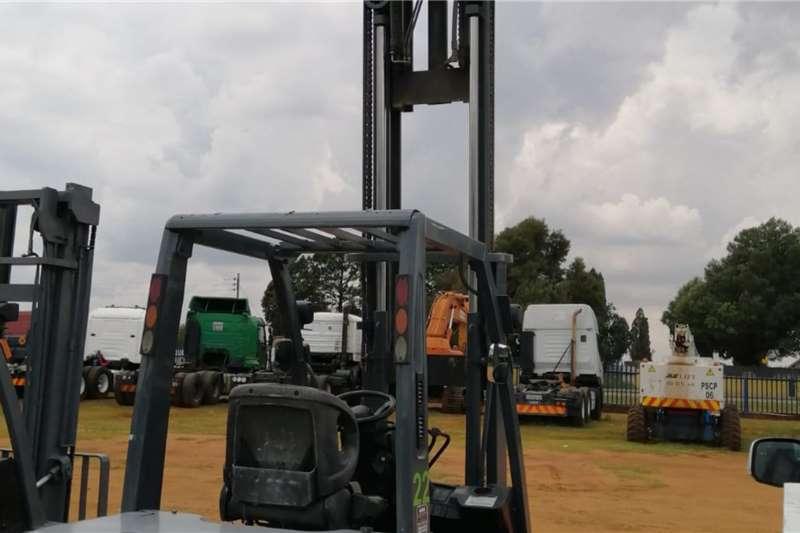 Nissan Diesel forklift (3ton)   Side Shift Forklifts
