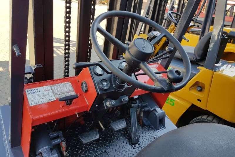 Nissan Forklifts Diesel forklift A clean/sound 3ton Nissan FD30 forklift, Nissan SD 2006