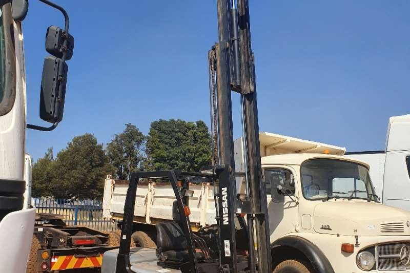 Nissan Forklifts Petrol forklift (2,5t)   (4,7m) Container Mast 2011