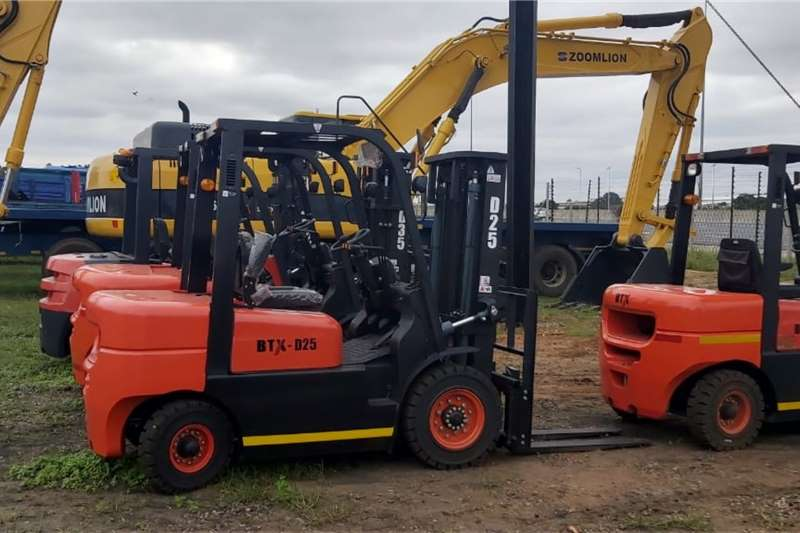 Other New FD25 2.5 Ton 3 stage 4,5m mast Forklifts