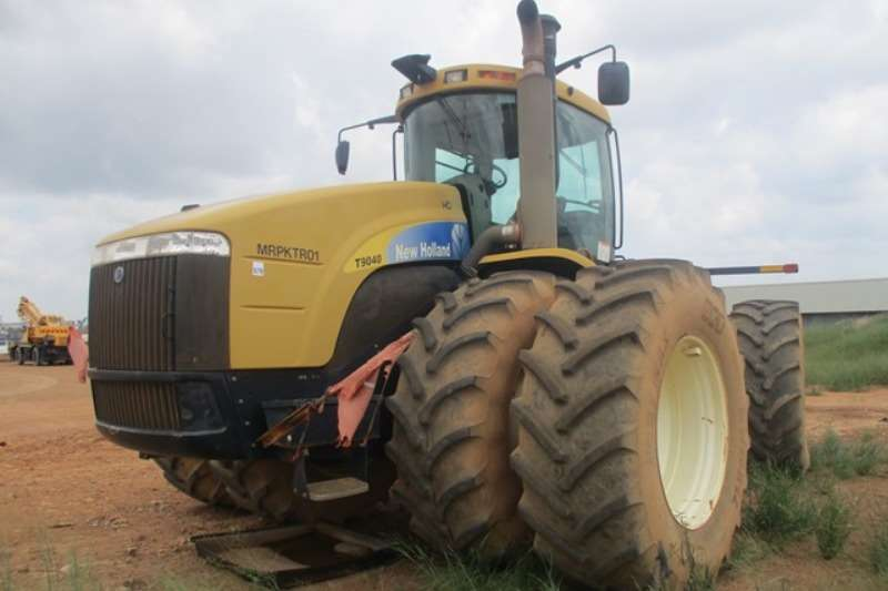 Other Tractors - towing New Holland T9040 Hauler Tractor