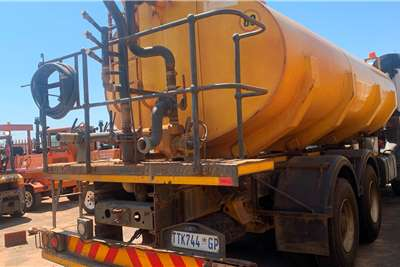 Other 2006 MERCEDES BENZ 3331 18L. Water tankers