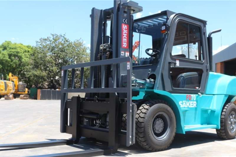 SAKER Forklifts 7 Ton Diesel Forklift with closed canopy and A/C