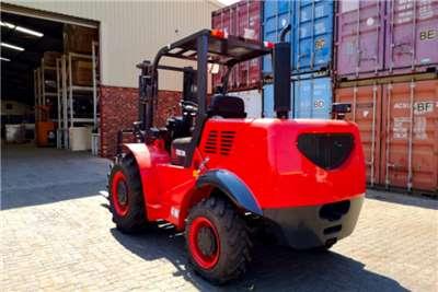 Sino Plant Diesel forklift Forklift 4x4 3 ton Forklifts