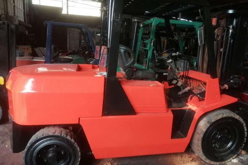 TCM Forklifts 5 ton   3m lift   side shift
