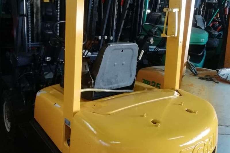 TCM Forklifts Diesel forklift 2.5 Ton Diesel 3m Lift Solid Tyres Side Shift